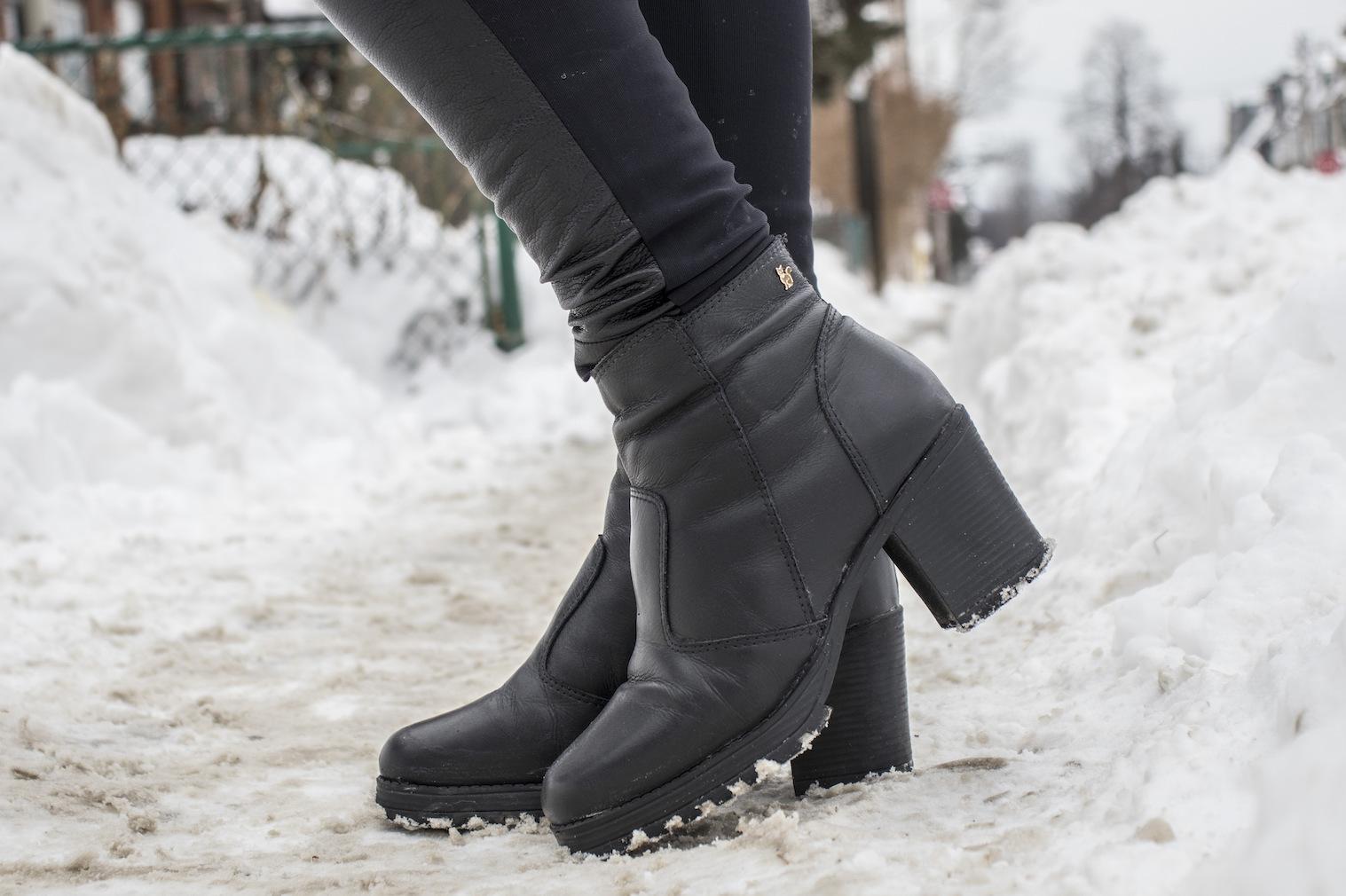 Cuidar e limpar bota couro neve